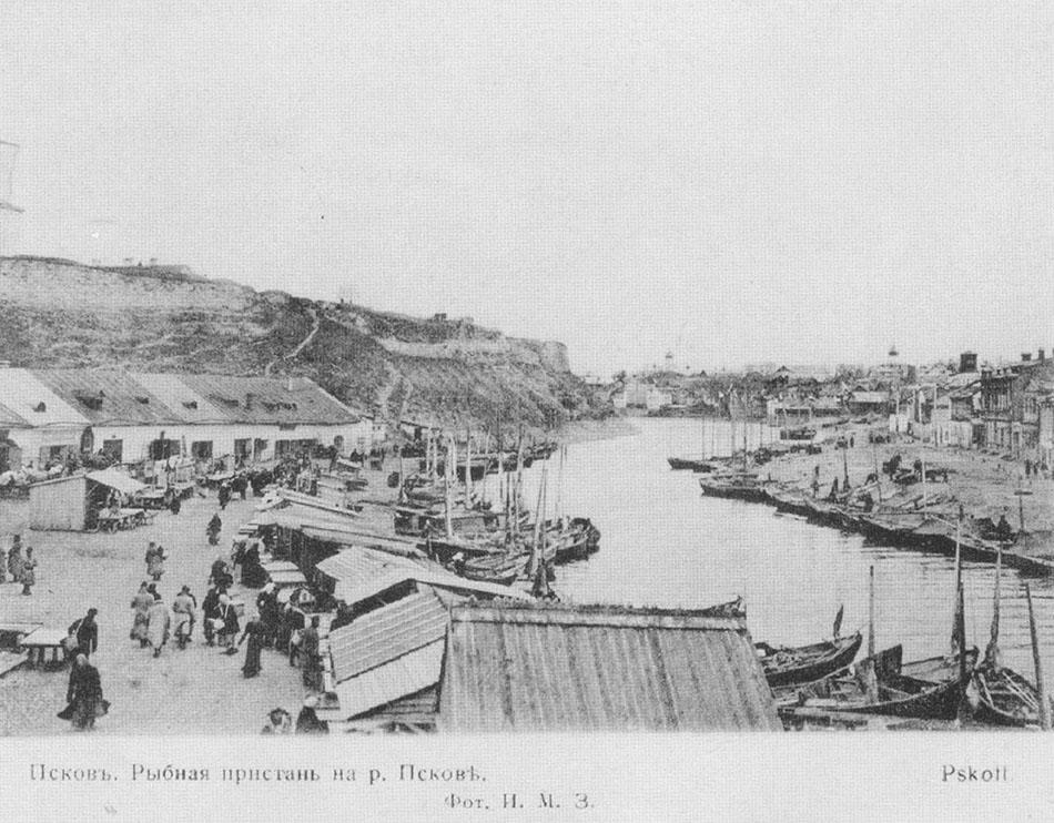 Псков. Рыбная пристань на реке Пскове.