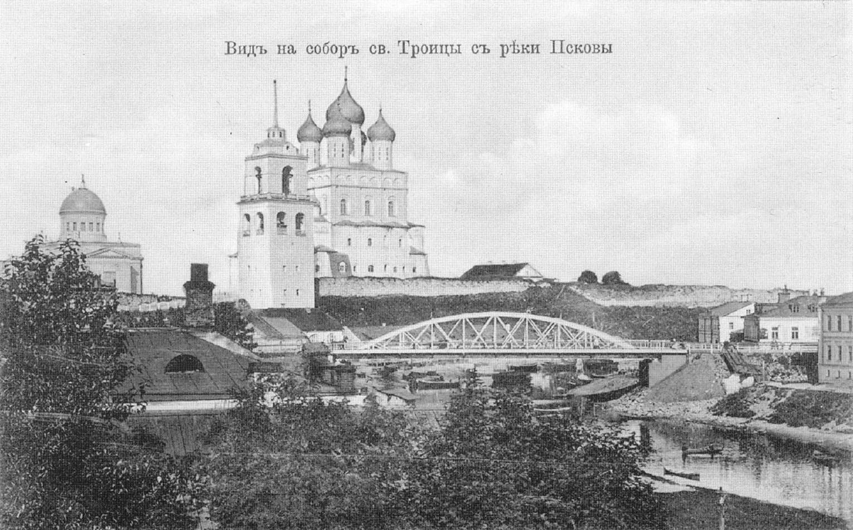 Псков. Вид на собор святой Троицы с реки Псковы.