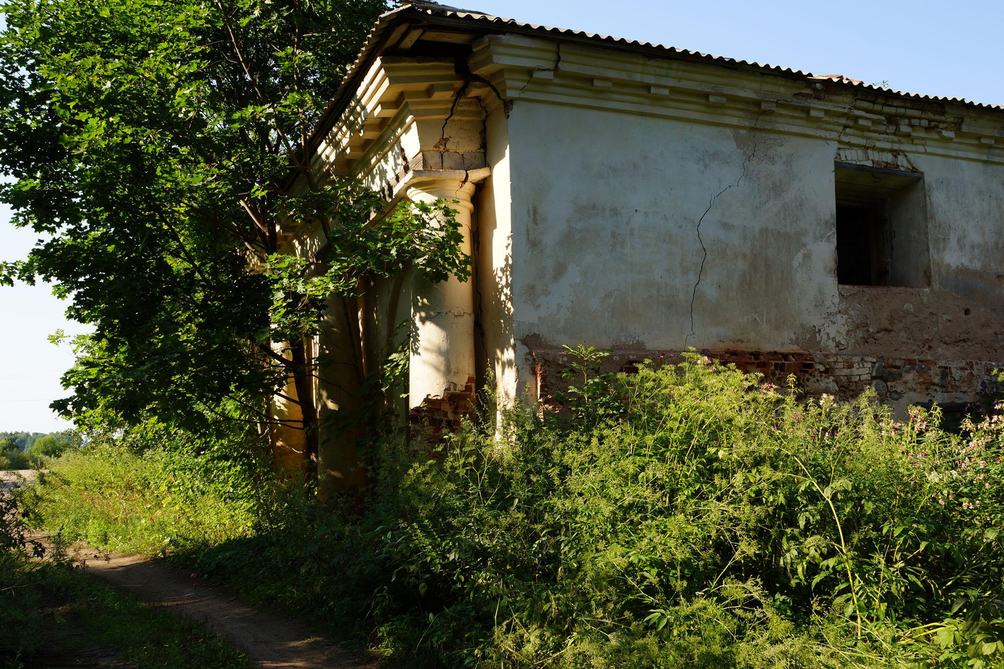 Гора, Бежаницкий район, Псковская область. Сарай каретный.